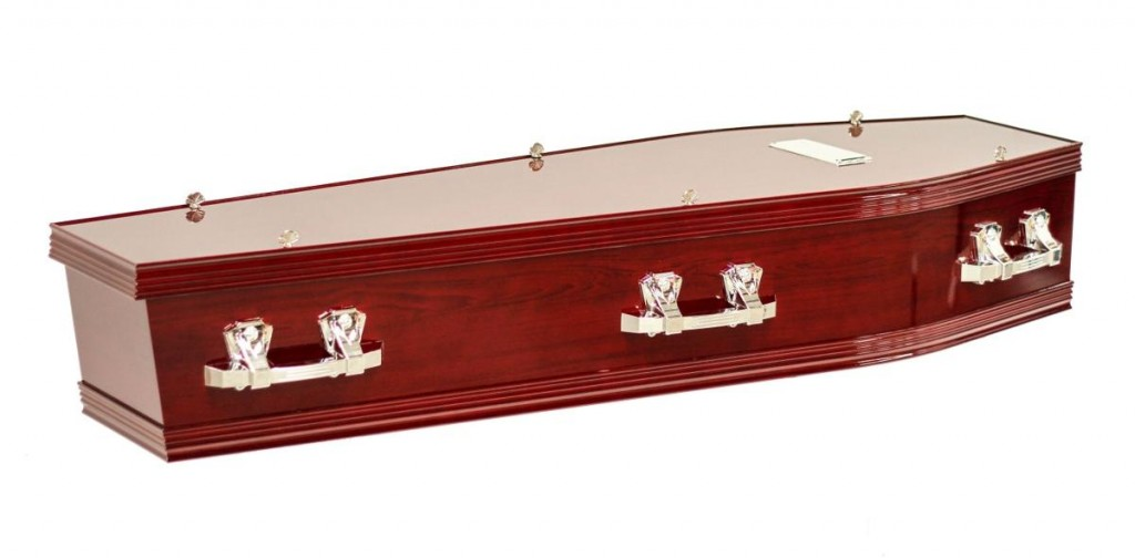 The Richmond Rosewood Coffin available at Stan Crapp Funerals in Kiama comes with these features: Includes six silver handles and nameplate Interior lined with swansdown edged with a gold trim Available in Maple or Rosewood stain with a gloss finish